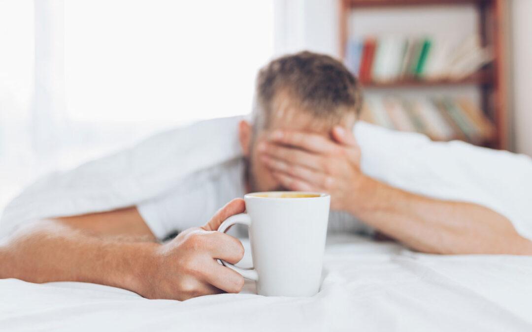 ¿Puede el café causar dolor de cabeza?